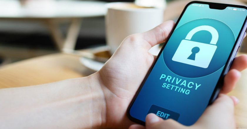 5 Ingenious Ways To Stop Your Smartphone From Tracking You