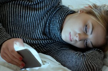 Nighttime Modes on Smartphones Don't Help with Sleep, New Research Suggests