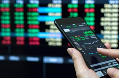 Know Positives, Negatives and Risk Factors Before Investing in US IT Stocks